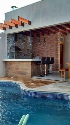 طراحی استخر در کنار بار آشپزخانه چوبی