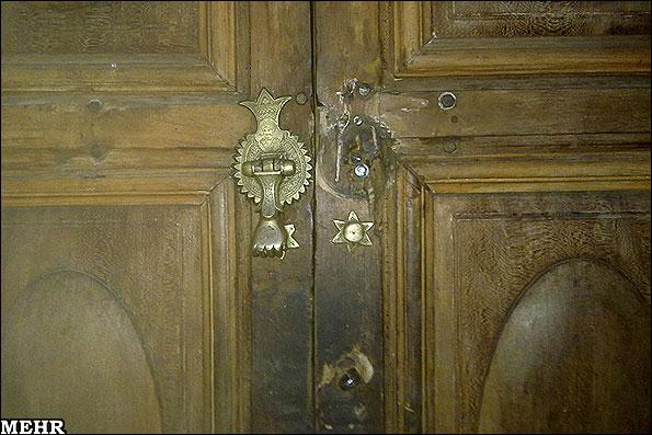کوبه طلایی درب مسجد امام دزدیده شد!
