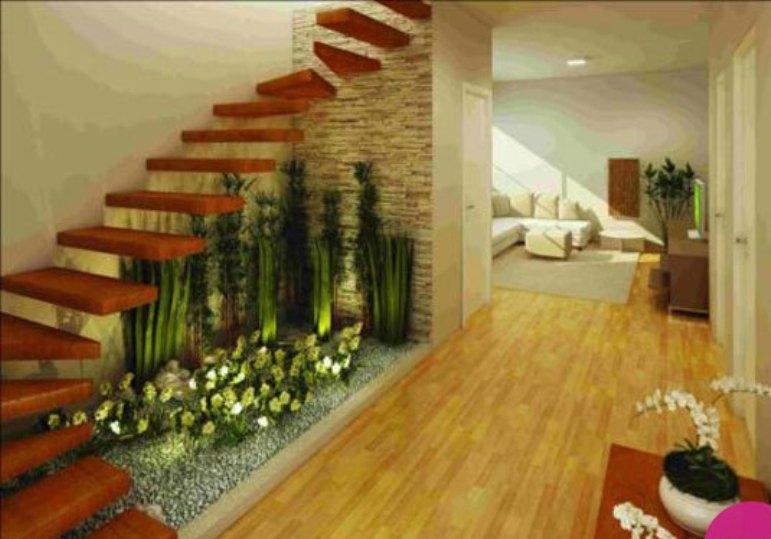ایدههایی برای تبدیل فضای زیرپله به باغچهای زیبا