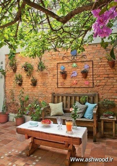 مبلمان سنتی از چوب کاج در دکوراسیون فضای بیرونی، آجر بهمنی