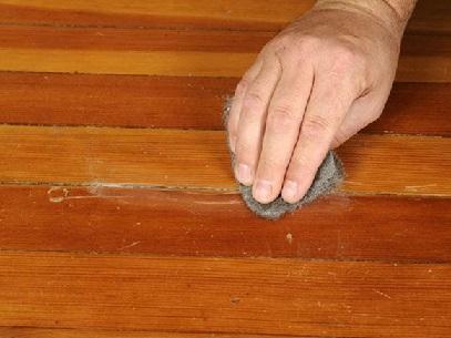 نگهداری از دکوراسیون چوبی منزل- استفاده از پشم فولادی