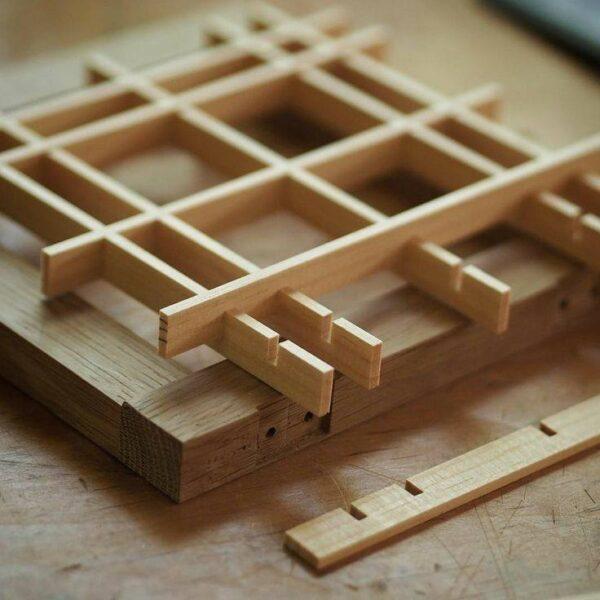 قاب مشبک گره چینی با چوب