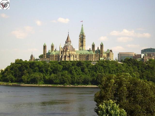 مجلس هیل خانه ای از دولت فدرال در پایتخت کانادا، اتاوا است