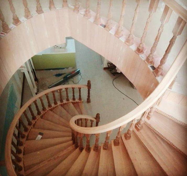 طراحی و ساخت پله پیچ دوبلکس , راه پله چوبی دوبلکس شیک
