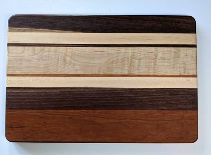 تخته گوشت خرد کنی ساخته شده از چوب افرا، گردو و گیلاس