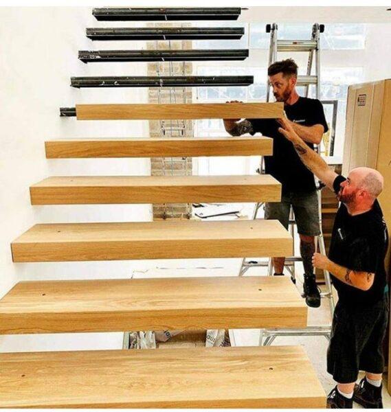 پله چوبی معلق , عکس از کاور چوب پله