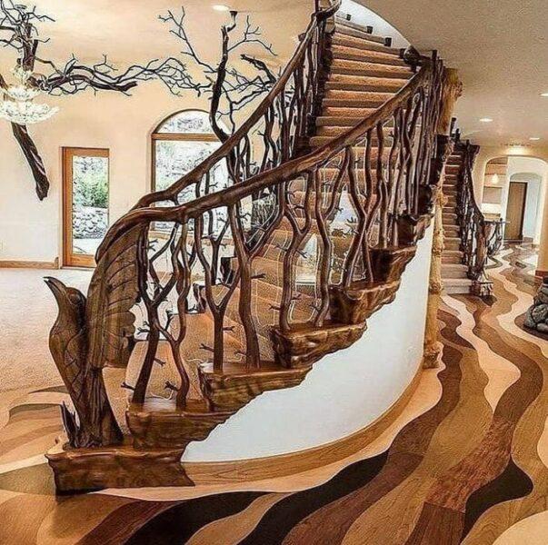 پله چوبی ساخته شده از چوب و شاخه درختان