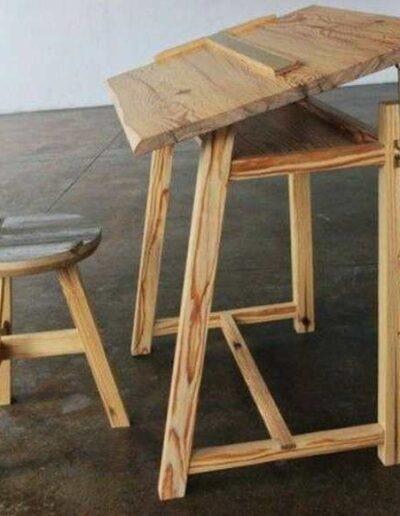 میز تحریر چوبی با صفحه قابل تنظیم