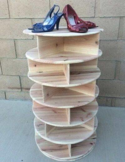 جاکفشی به شکل استوانه ساخته شده از چوب