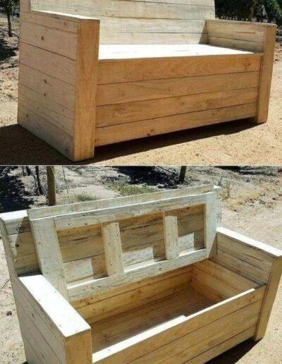 نیمکت چوبی و صندوقچه