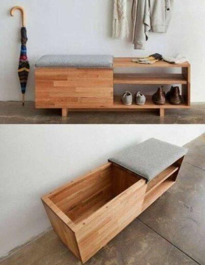 جاکفشی چوبی برای نشستن و تعویض کفش با یک صندوقچه چوبی
