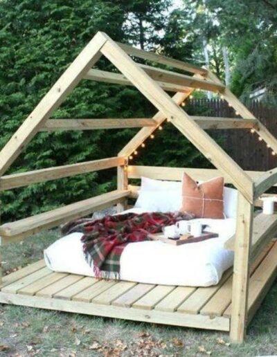 تخت خواب چوبی به شکل کلبه