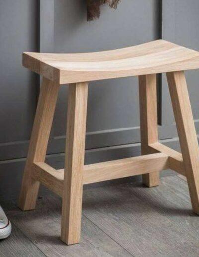 چهارپایه چوبی ساده و زیبا
