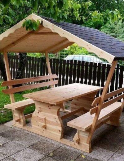 آلاچیق و نیمکت چوبی ساده و کاربردی