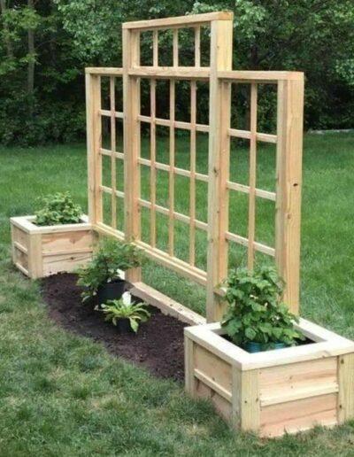 گلدان چوبی و حصاری برای گیاهان , باغبانی عمودی