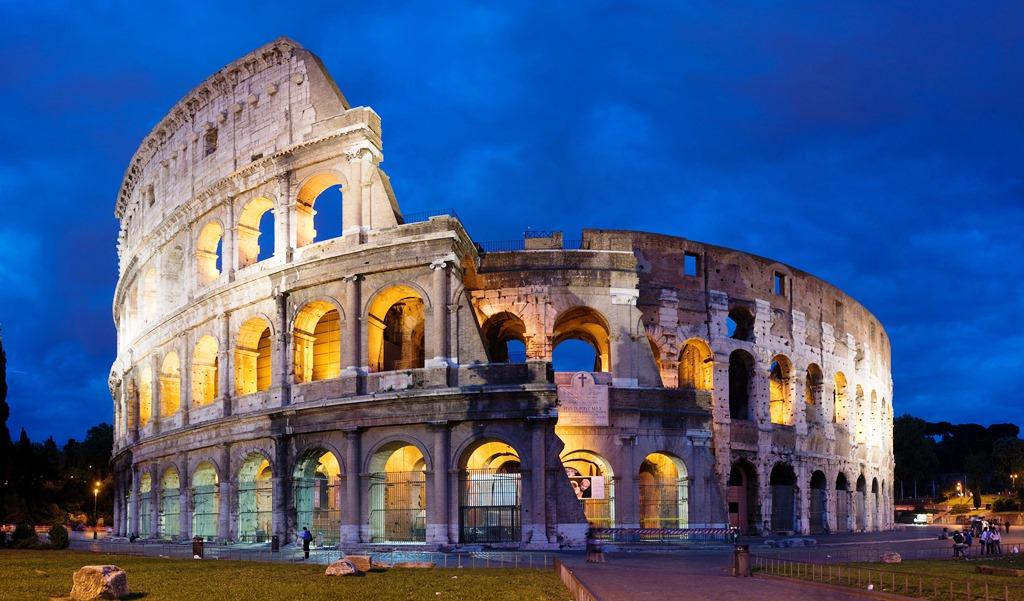 کولوسئوم در رم، ساخته شده است ج. 80 - 70 میلادی، به عنوان یکی از بزرگترین آثار معماری و مهندسی.