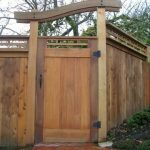درب حیاط به سبک ویلایی و روستیک ، چوب طبیعی در دیزاین حیاط و ساخت آلاچیق و پرگولا ، دکوراسیون خارجی روف گاردن
