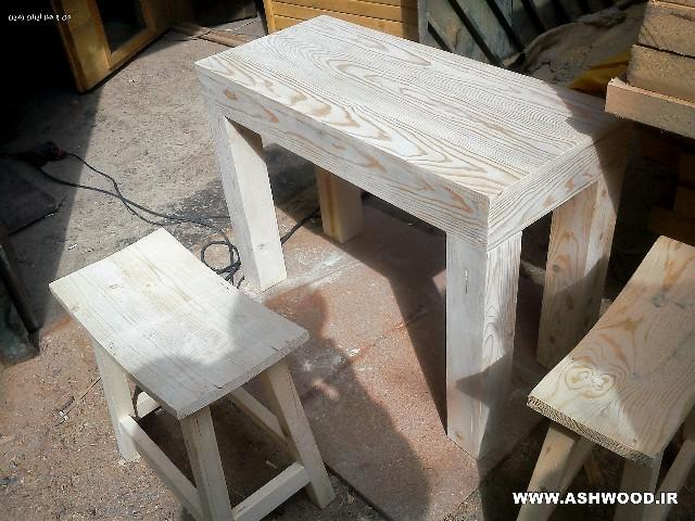 میز چوبی ساده و محکم
