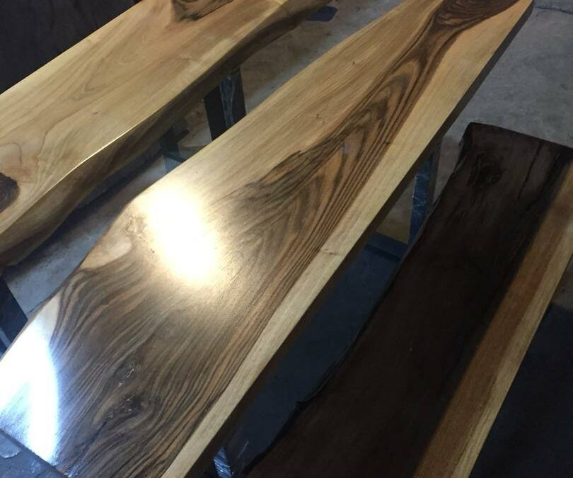 میز دو تکه اسلب تک خال گردو، نیمکت گردو، با کاورینگ پلی یورتان ترکیه ای و پایه فلزی