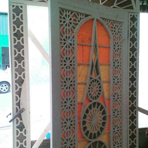 طراحی و ساخت درب چوبی گره چینی