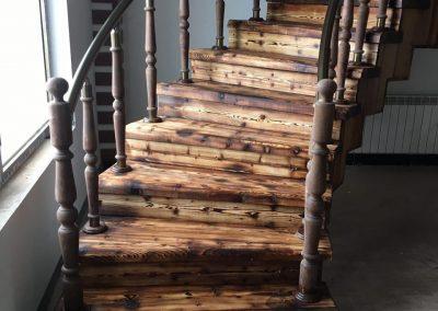 پله چوبی کاج سند بلاست