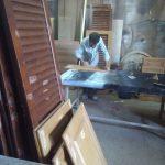 درب کرکره ای , درب کابینت در حال رنگ کاری ، دکوراسیون تمام چوب
