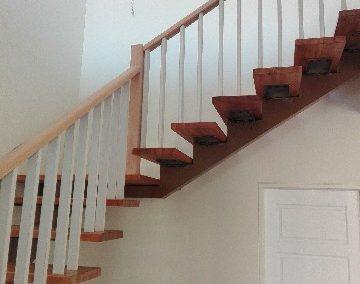 ساخت پله با نرده چوبی ساخت پله با نرده چوبی