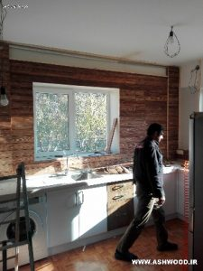 دیوار آشپزخانه ، دیوارکوب بین کابینتی چوب کاج روستیک