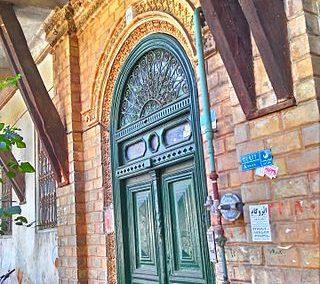 عکس درب قدیمی چوبی , عکس خانه شهریار فریبرز، یک از بناهای تاریخی شهر تهران است