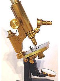 میکروسکوپ قدیمی