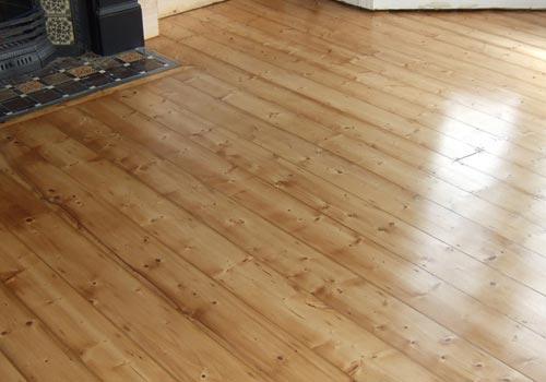 کفپوش چوب کاج روسی , اجرای الوار چوب کاج در کف