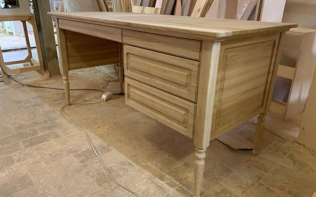 مدل میز تحریر کلاسیک تمام چوب