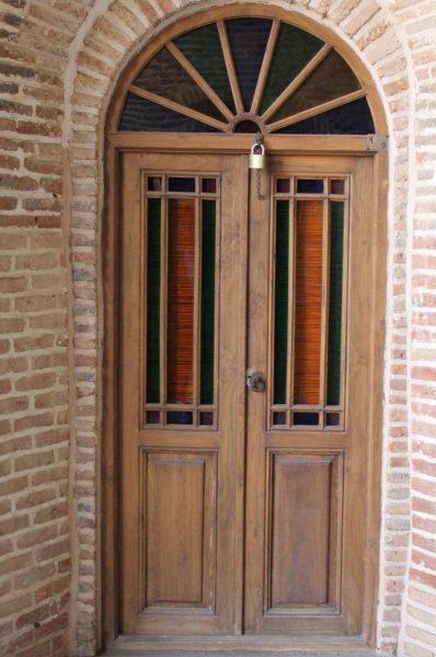 درب چوبی سبک قدیمی , درب سنتی چوبی , درب چوبی سنتی اتاق , درب چوبی سنتی قدیمی , درب و پنجره سنتی چوبی , قیمت درب چوبی سنتی