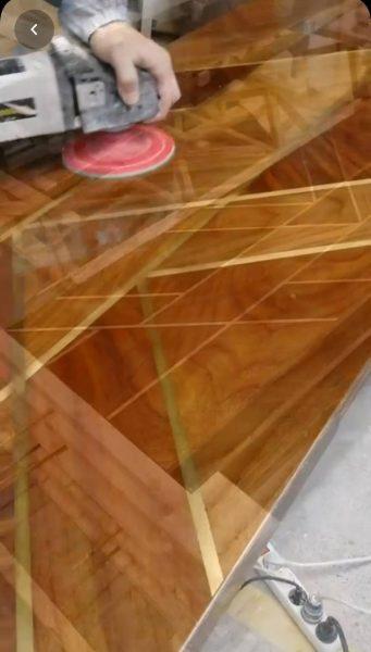 درب چوبی پوست و پولیش چوب گردو , اجرای رنگ کار پلی استر پوست و پولیش