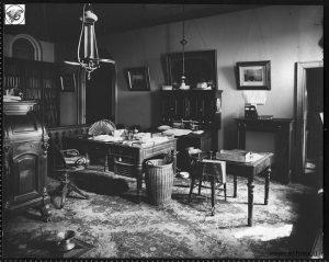 یک میز ووتن desk Wooton