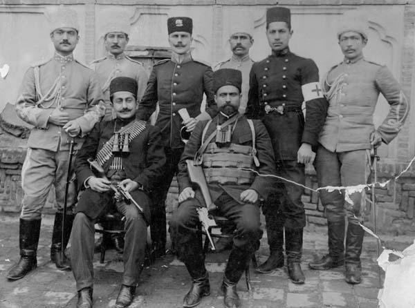 یپرم خان ارمنی و سردار بهادر بختیاری (بعدها، سردار اسعد سوم) از فاتحان تهران