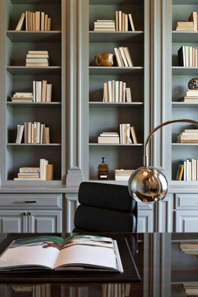 کتابخانه چوبی کلاسیک، بوفه و ویترین, مدل کتابخانه خانگی دیواری کلاسیک , قفسه چوبی لوکس , کتابخانه بوفه و ویترین چوبی کلاسیک , کتابخانه کلاسیک ویترین دار چوبی