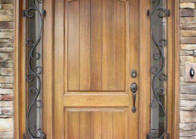 مدل درب چوبی ورودی ساختمان کوچک