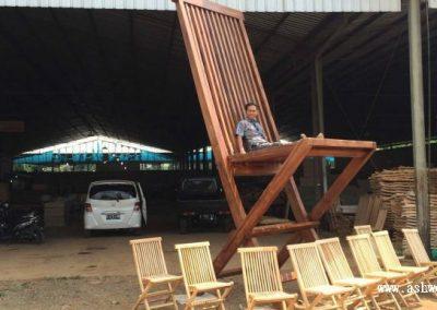 دکوراسیون چوبی منزل ؛ صندلی و میز های جالب , ایده صندلی بزرگ