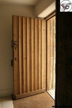 درب ورودی ساختمان تمام چوب , سبک تمام چوب