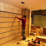 دیوارکوب و نمای چوبی