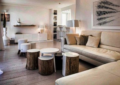دکوراسیون ساخته شده از چوب روستیک از الوار و تنه درختان