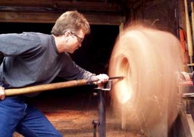 هنر چوبی در زمینه کار با تنه درختان بزرگ برای دکوراسیون چوبی