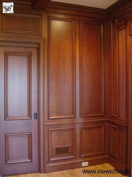 دیوارکوب و درب چوبی سبک کلاسیک
