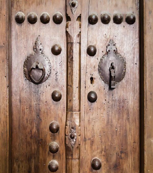 درب های تاریخی , سرقت یک میراث