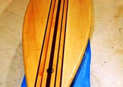 تخته موج سواری بصورت یک میز چوبی