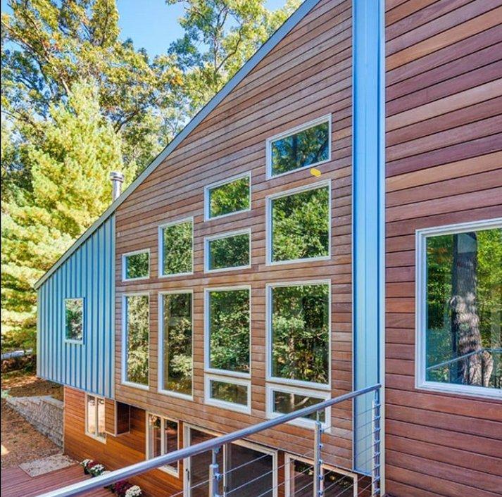 خانه زیبای چوبی