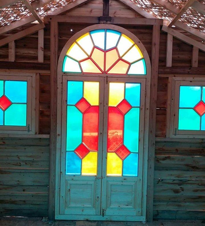 پنجره سنتی چوب کاج