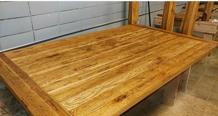 چوب بلوط بر روی صفحه میز ناهارخوری