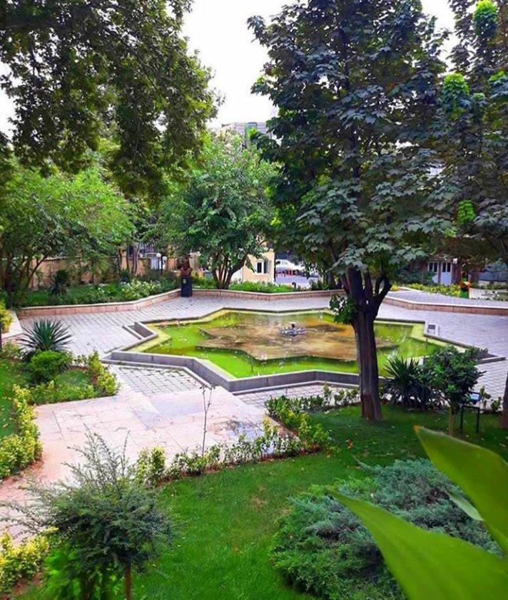 فضای بیرونی خانه شاعران، عمارت مخبرالسلطنه